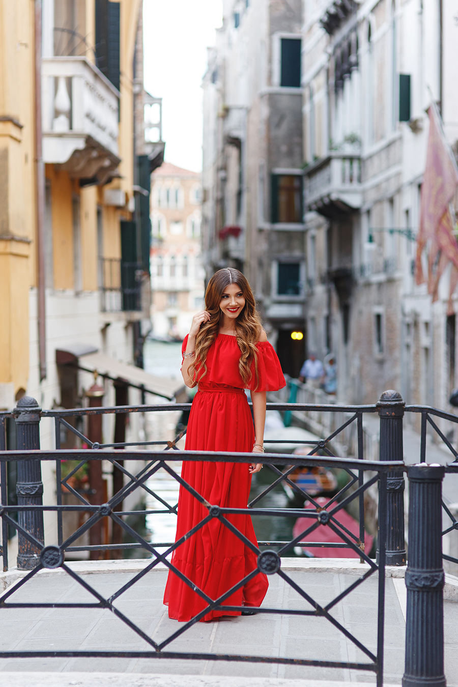 larisa costea, larisa costea blog, the mysterious girl, the mysterious girl blog, fashion blog, blogger, fashion, fashionista, it girl, travel blog, travel, traveler, ootd, lotd, outfit inspiration,look of the day,outfit of the day,what to wear,venice, venezia, san marco,piazza san marco,san marco square,fashion blogger in venice, travelbloggerin venice,larisainvenice, larisainvenezia,larisainitaly,red dress,long red dress, gown,chic diva,chic diva dress,rochie lunga, rochie ocazie, redl lips,red lipstick,bellami hair extension,bellami bella, pigeons, briges, ponte, gondola