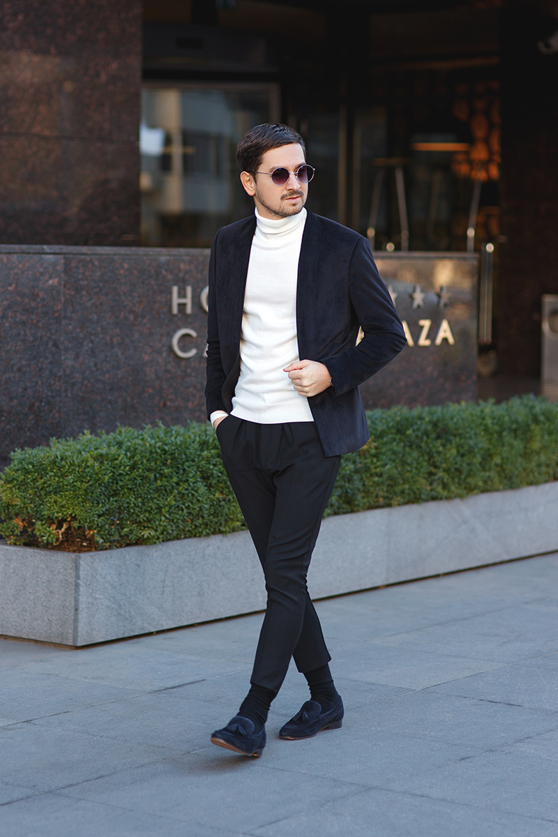 kaptenson, watch, classic, kaptenandson, lookoftheday, menstyle, men, outfit, outfitoftheday, menoutfit, velvetoutfit, blackvelvet, whitejumperoutfit, kurtgeiger, kurt, geiger, shoes, navyshoes, navy, blackjacket, blackblazer, black, blazer, asos, zara, pants, blackpants, blackjoggers, zarapants, blacksocks, whitejumper, whiteturtleneck, turtleneck, roundedsunglasses, sunglasses, round, rounded