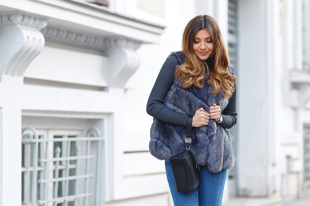 larisa costea, larisa costea blog, the mysterious girl, the mysterious girl blog, fashion blog, blogger, fashion, fashionista, it girl, travel blog, travel, traveler, ootd, lotd, outfit inspiration, look of the day, outfit of the day, what to wear, jessica buurman boots, silver boots, metallics, silver, knee lenght boots, high boots, high heel, mom's jeans, mom jeans, shein jeans, grey turtleneck, zara, asos, grey fur vest, anna cori belt, winter look, faux fur, fur vest, blow dry, volume, hair, ombre, balayage, cozy outfit, chic and casual, daily outfit, lookbook