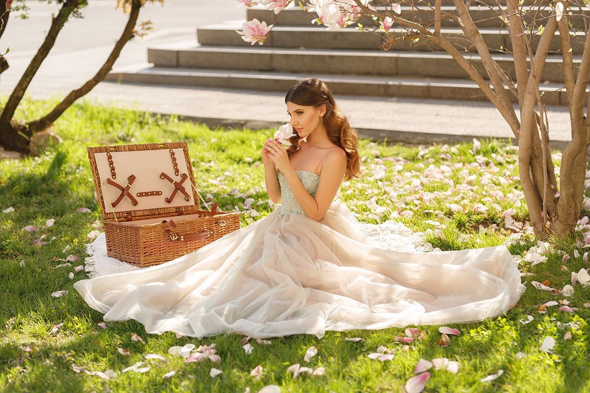 larisa costea, larisa costea blog, the mysterious girl, the mysterious girl blog, fashion blog, blogger, fashion, fashionista, it girl, travel blog, travel, traveler, ootd, lotd, outfit inspiration,look of the day,outfit of the day,what to wear, wedding day,wedding,wedding dress,prom dress, tulle dress,lace top,greenery, picnic, princess, princess dress, magnolia, blooming magnolia, mother and daughter photoshoot, wedding photography, couple shoot,oana nutu, designer dress, soft curls, picnic basket, the most beautifulmagnolias,bucuresti, magnoliiin bucuresti, fairy, fairy tale, fashion blogger magnolia shoot, lilebuba photography