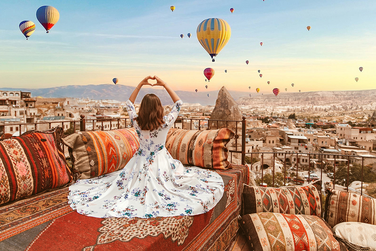 larisa costea, larisa in turkey,turkey, turkish, fashion blogger, travel blogger,traveling, wanderlust, best destinations, best vacations,holiday, 2018,summer, summer holiday,june,birthday present,cappadocia, kappadocia, goreme,kaiseri, carpets,magic carpet, aladin 1001 nights, arabic vides, chicwish, floral dress, vista hotel, vista cave hotel, cave hotel, cave rooms, terrace, best terrace in cappadocia, balloons, ballon,hot air balloon, balloon ride, floral print dress, beige sandals, nude sandals, flowy dress,long dress, prom dress