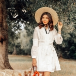 Girl and the olives: Masseria Il Frantoio