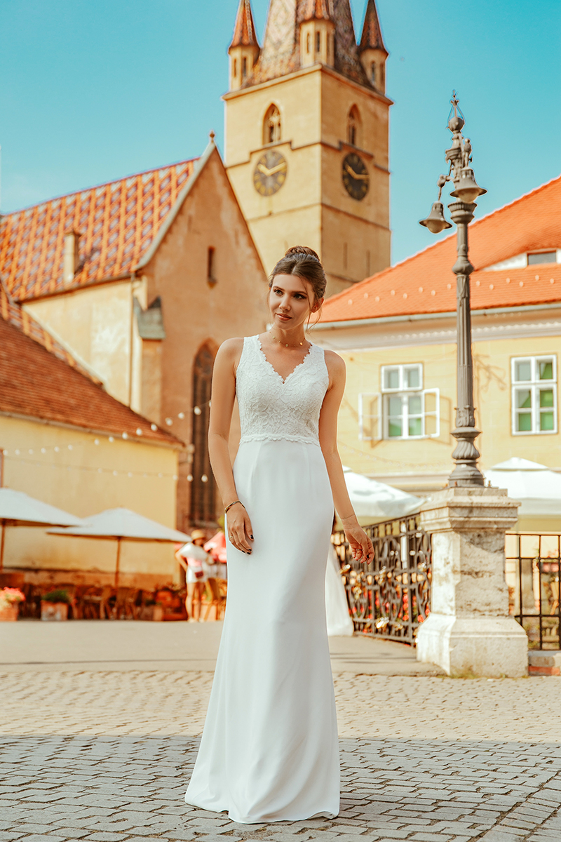 larisa costea, larisa style, larisa in romania,visit romania, romania, tourism, sibiu, sibiu country, sibiu city, podu minciunilor sibiu,piata mica sibiu, cladiri sibiu, sedinta fotosibiu,mireasa, bride,wedding photography,wedding photographer, ideas, creative photos, romania magica, ever pretty,mermaid dress, white dress,bride dress, rochie demiraesa, dantela,sirena, rochie de sirena, lace dress, simple dress, up do,old town, city center, biserica fortificata din sibiu, biserica evanghelica sibiu, flowers, bridal, bertha bridal, amazing wedding photography