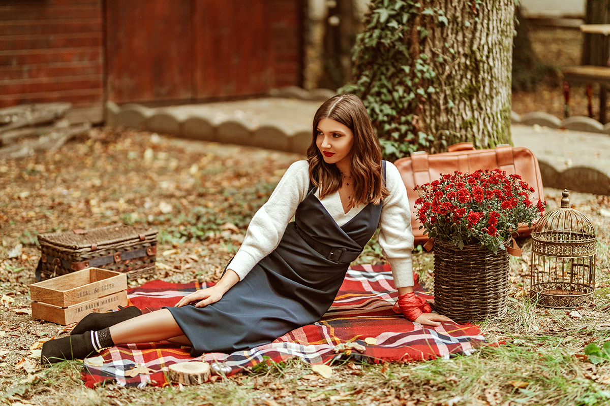 69adff5005 The smell of October – Larisa Costea