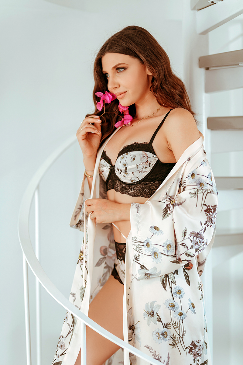 larisa costea,larisa costea blog,larisa in santorini,larisa style,lingerie,yamamay,yamamay romania, yamamay park lake,fall winter collection,lingerie collection,pajamas,pijama, silk, satin,matase,halat din datase,lengerie intima,lenjerie superba,dantela,black lace, angel, vs angel, santorini, caldera view, gorgeous view, view to oia, best vacation, best desitination, greece, 2018, aw18, fw18, blue water, ionic sea, caldera houses, 360 caldera villa, santorini best villas, best view, perfect morning, coffee, flowers, perfume, vintage camera, silhouette, body shape, bra, panties, slippers, furry slippers