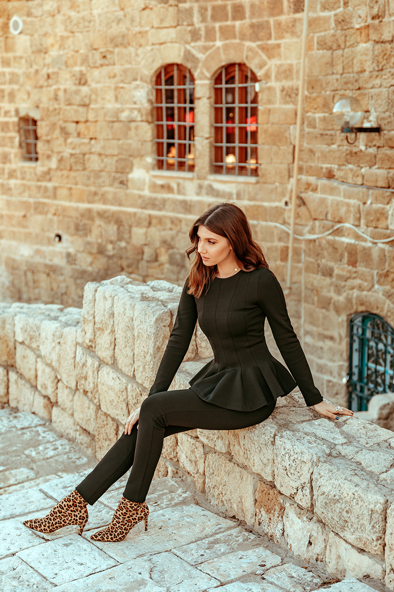 larisa costea, larisa style,larisa costea blog, fashion blog, travel blog, la maison de confiance,benjamin franklin nr 7, in spatele ateneului, showroom,ballerina look,ballerina set, peplum top, ruffled top, haine pe comanda, designer, old affa, black pants, all black, black top, scuba fabric,warm fabric, cat woman, fierce look, sweet look, jaffa, tel aviv, israel, visit israel, old city center, fortress, art galleries, leopard print boots, lob, long bob, raye, revolve, larisa in israel