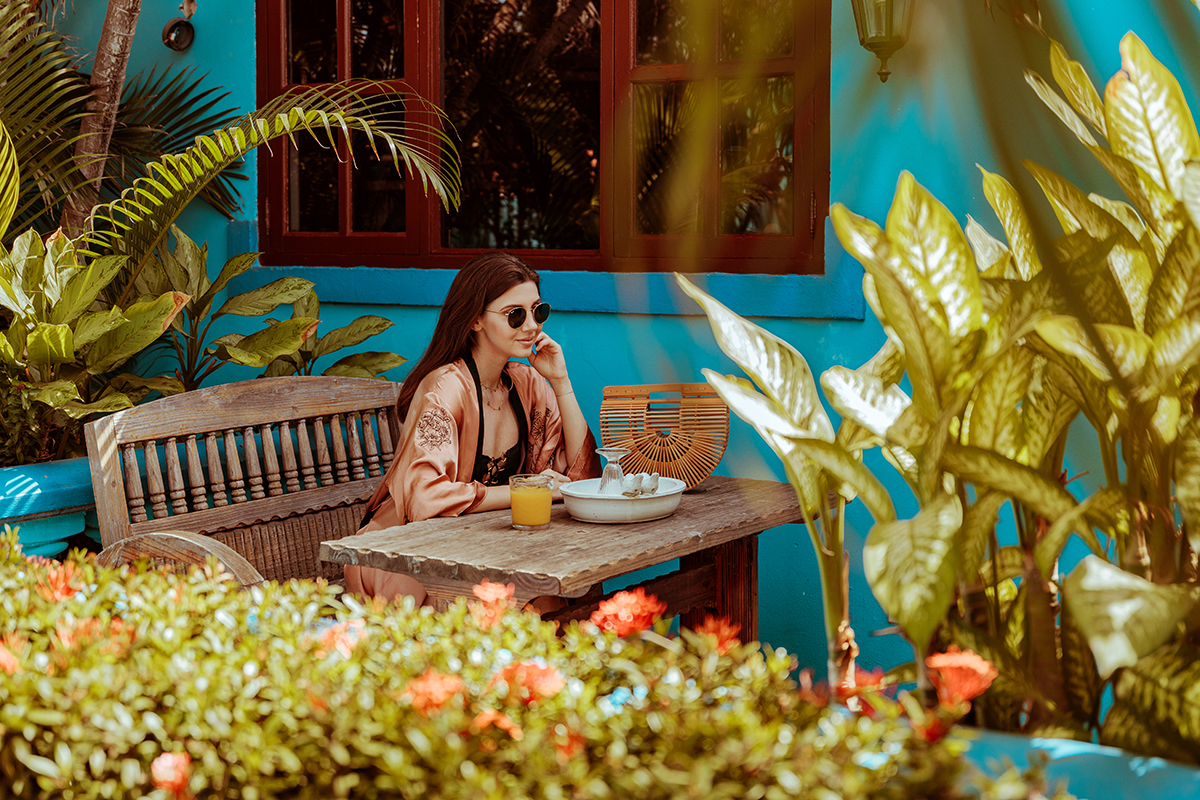 larisa costea, larisa costea blog, larisa style, larisa in aruba, larisainaruba, aruba, noord, oranjestad, de cuba, de cuba bed and breakfast, review, great place, best place to stay in aruba, family place, apartments, rooms, airbnbn, booking, trip advisor, clean, great pool area, willy's pool, flowers, palm trees, tan, tanning, black bathing suit, one piece, swimwear, zara kimono, oranhe kimono, silk kimono, ray ban sunnies, round sunnies, shopbop, soludos slippers, cult gaia bag, oramge juice, flowers, palm tree, hammoc, caribian sea, marea caraibelor, visit aruba, one happy island