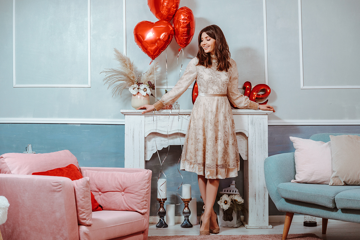 larisa costea, larisa costea blog,larisa style, larisa valentine's day, valentine's dayoutfit, vday dress, date night, date night dress, lace dress, velvet details, chicwish dress,beige dress,what to wear, blossom floraldesign, helium baloons,heart shaped balloons, nice vives, beautiful design, floral workshop, beige stilettos, nude heels, what to wear, inspiratie tinuta,tinuta valentine's day, ootd
