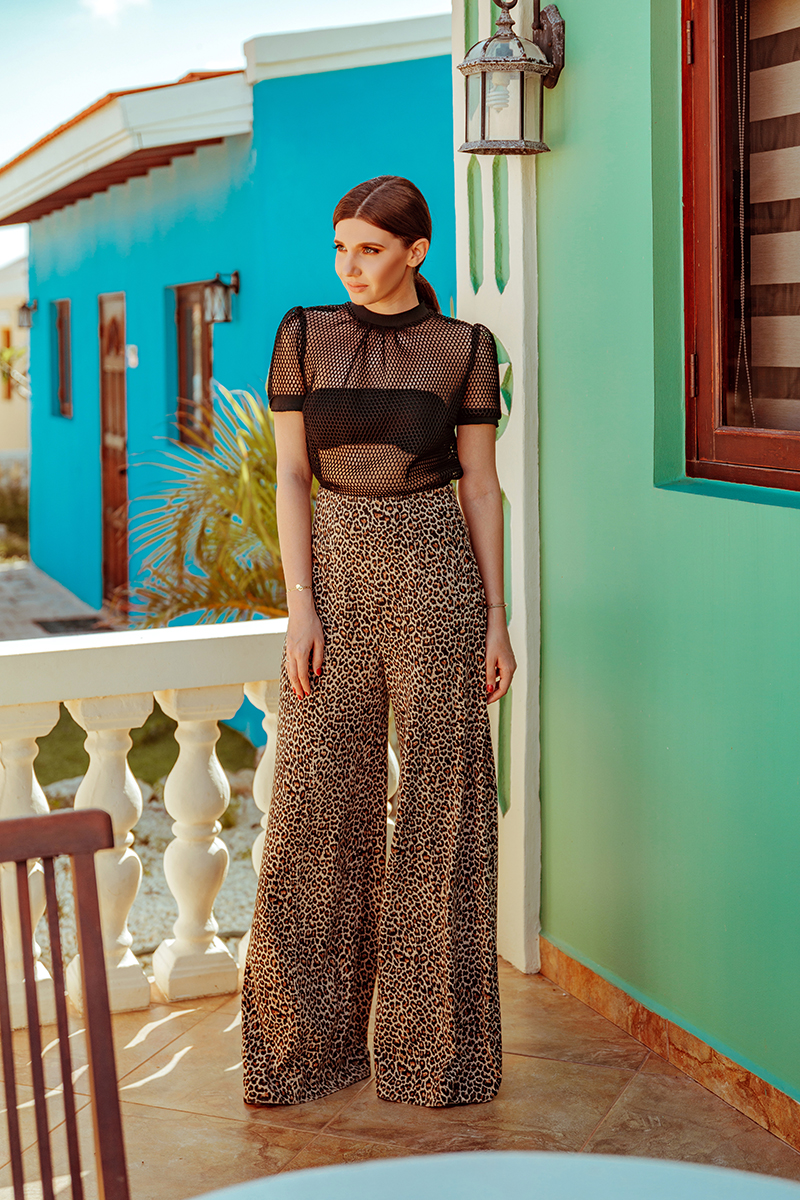 arawa houses,aruba, onehappyisland,one happy island, caribbean, island,atlantic,ocean, catus,cactai,kunuku,leopard print, leo, leopard, palazzo, widelegpants, pantaloni evazati,la maison de confiance,lamaisondeconfiance, benjaminfranklin7, ateneul, roman, showroom,hainepecomanda, madetomeasure, blacktop, fishnettop, colourfulneigbourhood,colorfulneighborhood,larisacostea,larisa costea, fashion blog, larisacosteablog, romanianblog, travelblog, traveler, january2019