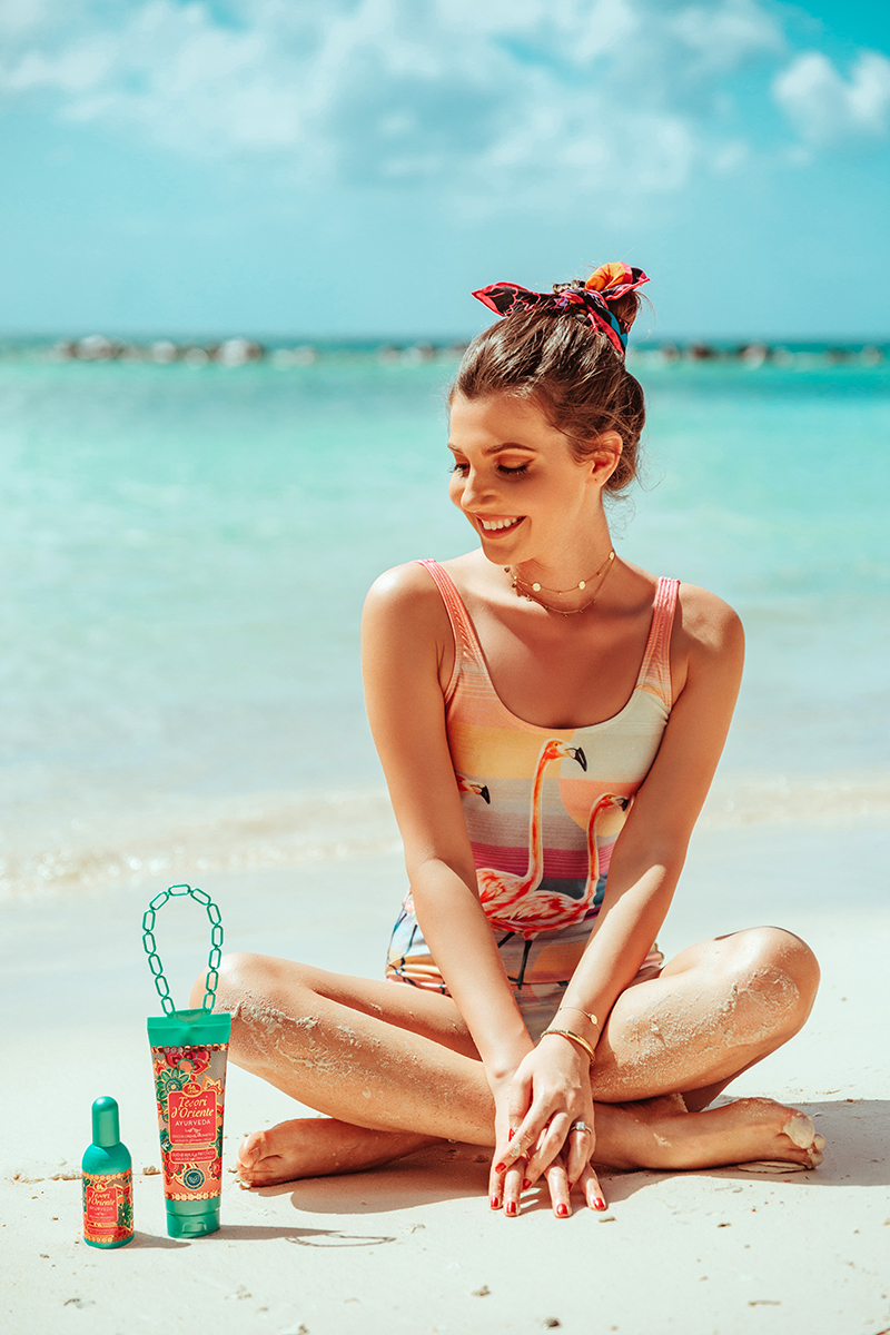 larisa costea,larisacostea,larisacosteablog, fashionblog,lifestyleblog,beautyblog, blogger,traveler, travel blog, flamingo,flamingos, swimwear, iguana, renaissance, march 2019, beach,aruba, sand, whitesand,palmtrees, exotic, onehappyisland, leopardprint swim, black one piece, swimwear,tesoridoriente,tesoridoriente romania, ayurveda,lotus flowera and acacia milk, white musk, showergel,perfume, orientalscents, essenzadibenessere, tesori, giveaway,concurs, gold necklace, win a gold necklace, 14k gold