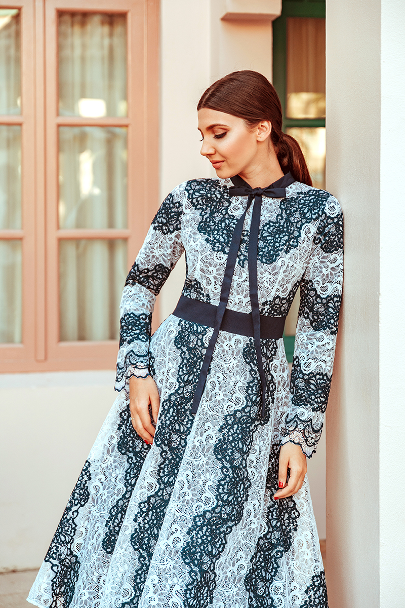 larisa costea,larisa style,larisa costea blog,fashion blog, travelblog,wedding guest dress,christening dress,baptism, rochie pentru nunta,rochie de cununie, rochie pentru botez,baptism,baptize, lacedress, rochie din dantela, striped dress,white and navy,bow details, feminine dress,dainty jewells, church dress, beige stilettos,kurt heiger,sude stilettos,feminine look, what to wear,outfit inspiration, ootd, event, specila event, rochie de ocazie, aruba,caribean sea, pink buildings, california vibes, low ponytail, mid part, lookbook, chicisimo
