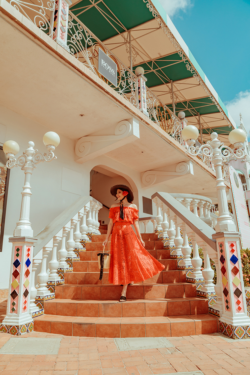larisa costea, larisacostea, larisacosteablog, fashionblog, travelblog, ootd, outfitinspiration, whattowear, lamaisondeconfiance, la maison de confiance, benjaminfranklin7, spatele ateneului, magazin de haine, haine pe comanda, fusta din dantela, lace skirt, lace top, crop top, co-ords, set, lace set, resort, holiday, oranjestad, aruba, aruba streets, oranjestad, chilena, mujer de chile, woman from chile, chilena style, rose in the hair, straw hat, blackstrawhat, buketbag, sensistudio, joyas slippers, black slippers, papuci din piele, joyas, colourfulbuildings, colorfulbuildings, turism, tourism 2019, exotic destination,