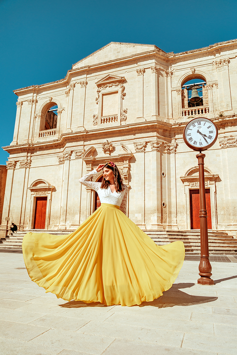 larisa costea,larisa costea blog, fashion blogger, travelblogger,chicwish,bright yellow skirt, long skirt,a line skirt, fusta ampla,fusta galbena, moda,fashion, style,outfit inspiration, white lace,lace top, chicwish top, chicwish skirt, ootd, outfit od the day, noto, sicily, sicilia, italy, italia, bella italia, lovely places in sicily, must see places in sicily, sicilian