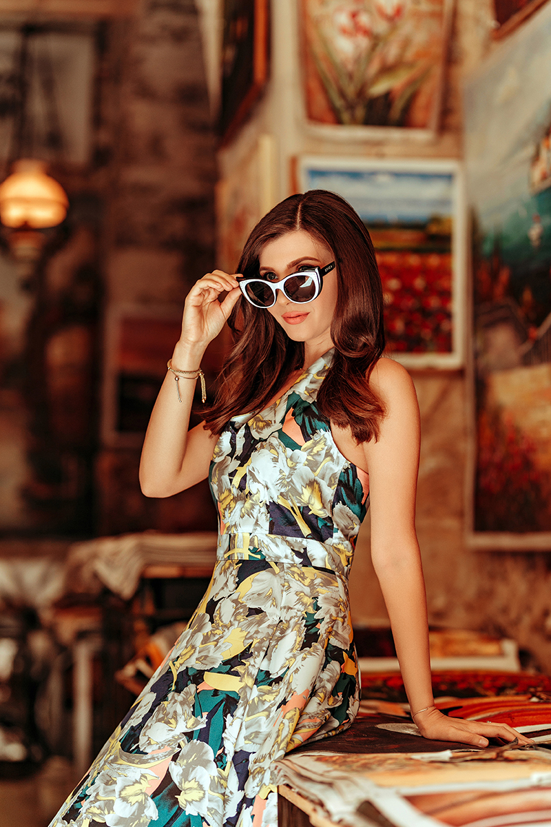 larisa costea,larisa costea blog, travel blog,lifestyle blog,styleblog, fashion blog, ootd,outfit, coisa mais linda, teh most beautiful thing, movie,tvserios, netflix, floral print dress, la maison de confiance, showroom, benjamin franklin 7, online shop, shopping online,silk dress, rochie din matase, rochie print floral, rochii frumoase, rochii pe comanda, rochie nunta, rochie botez, rethymno, rethymnon, crete, creta, rimondi, rimondi boutique hotel, paintings, art, art gallery, art shop, city center, old city, things to do in crete, 60s, anii 60, feminine cuts, rochii feminine, designer roman, romanian designer, it gitl, style, outfit inspiration, spring outfit, summer outfit, retro sunnies, sunglasses, nude stilettos, beige heels