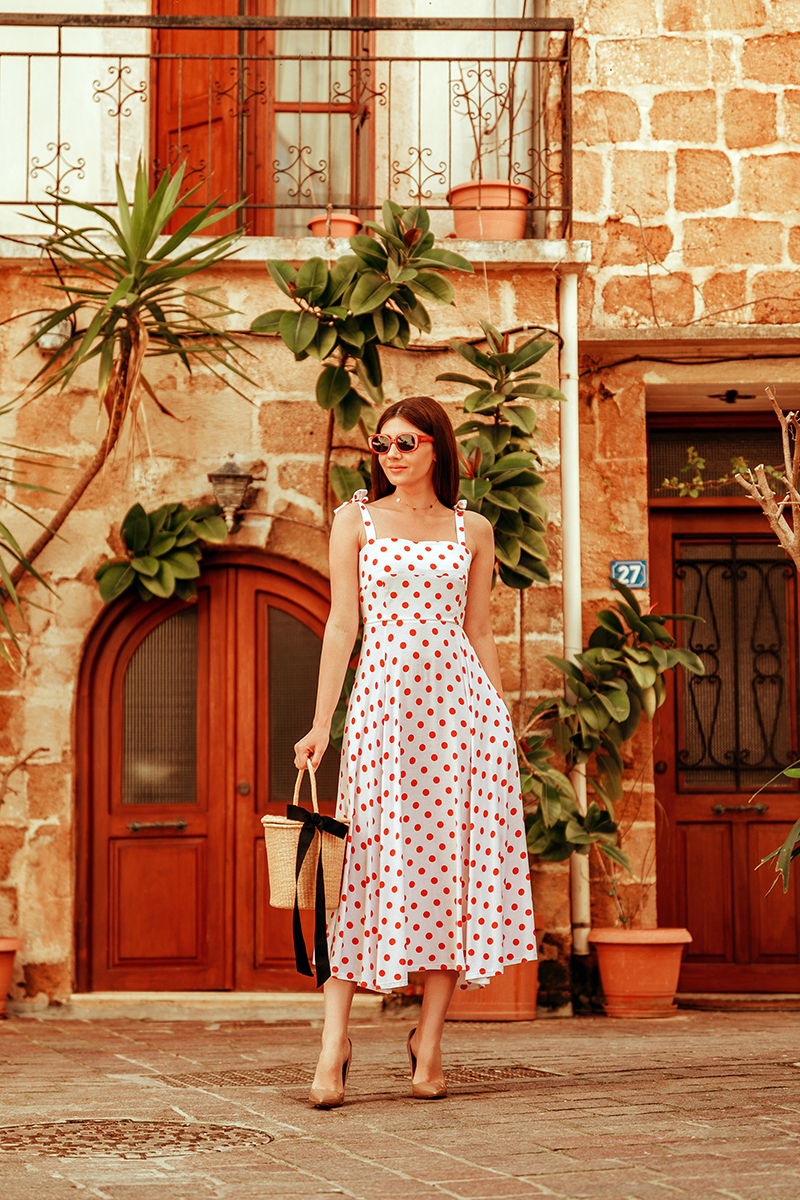 larisa costea, larisa costea blog, fashion blog, travel blog, traveler, fashionista, ootd, outfit inspiration, what to wear, spring outfit, summer outfit, dress, retro cut, retro dress, feminine dress, midi dress, polka dots, rochie, rochie de zi, rochie midi, rochie cu buline, la maison de confiance, showroom, online shop, buline rosii, red dots, white dress, rochie alba cu buline, chania, crete, creta, streets of chania, narrow streets, old city, center, nude stilettos, bucket bag, basket bag, straw bag, retro sunglasses, epica, tezyo, kurt geiger, outfit of the day, style, fashion
