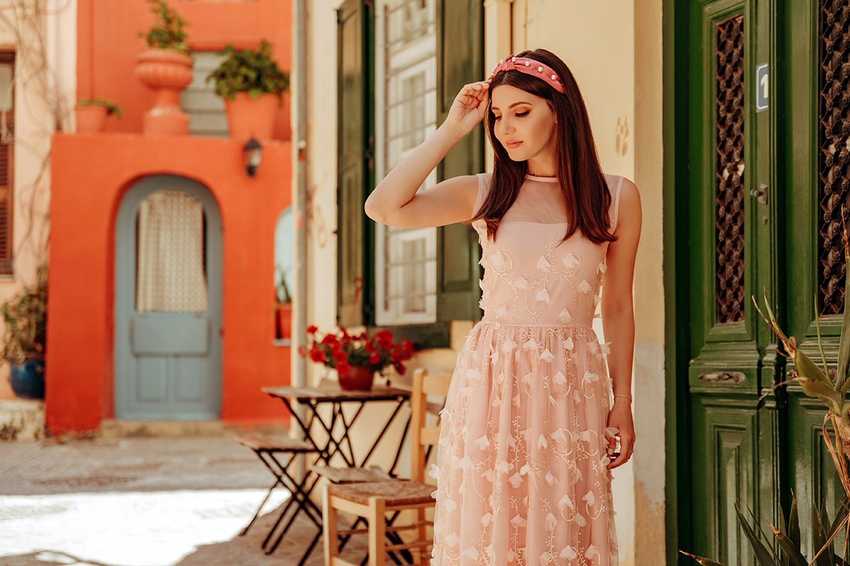 larisa costea, larisa style, larisa in greece, larisa costea blog, fashion blog, travel blog, blogger, lifestyle, romanian blogger, europeean, all pink, pink dress, chicwish dress, floral embellishment, mesh dress, tulle dress, long dress, nude stilettos, beige heels, pink headband, pearls headband, chania, greece, crete, creta, streets of Chania