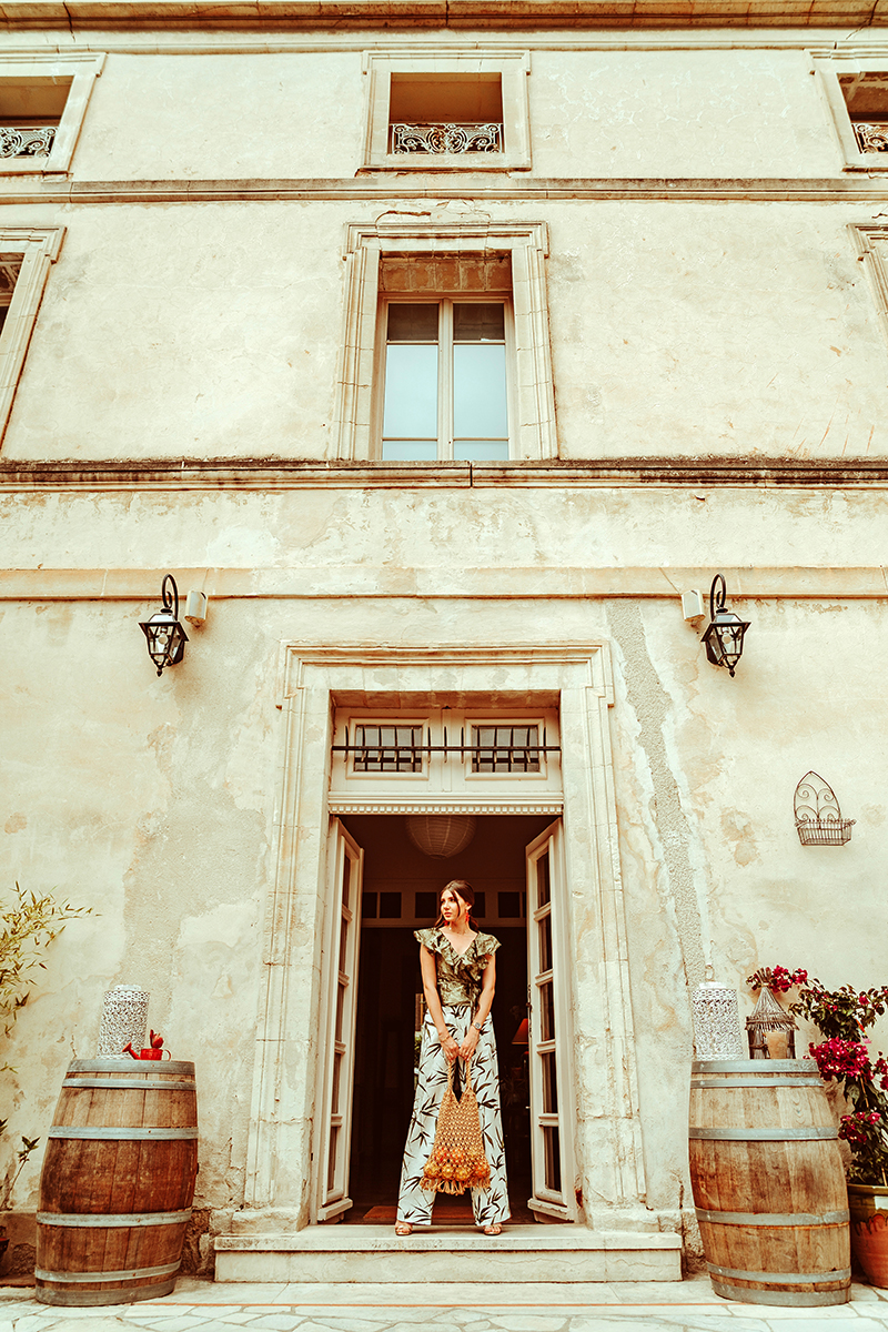 larisa costea,larisa style, larisa in provence, larisa costea blog,provencal, prvensal, au vin chambre,hotel, chambre d'hotes, best hotels, best destination, beautiful location, vacation, holiday, july 2019,lavender time, lavender perios,leandru, floral garden,provensal garden, french style, linen pants, pantaloni din in, top matase, silk top, ruffled tio, feminine cut, la maison de confiance, canicule, canicula, tinuta de vara, summer outfit, holiday style, coral earrinfs, sanna gioielli, orange, provence, france, franta, summer in france, eropean summer