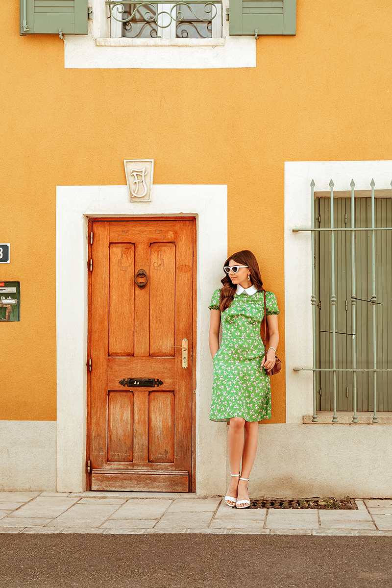 larisa costea, larisa style, larisa costea blog,larisa in provence, larisa in france, provence, orange, la maison de confiance, oots, summer outfit, weekend outfit, frech style, chic, sam edelman white sandals, shopbop, rochie de vara, rochie colorata, green dress, rochie verde,tinuta de vara, retro style, ochelari de soare retro, retro sunnies, hoop earring, chic streets,instant gourmand, restaurant,omlette, tartines, vintage camera, old photo camera