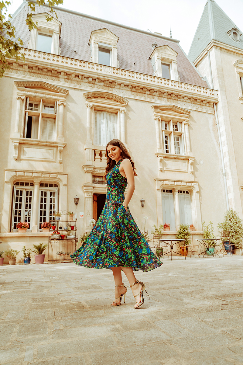 larisa costea, larisa style,larisa costea blog, fashion blog, tarvel blog, traveler, la maison de confiance, rochii de vara, tinuta de vara, summer dress, floral print dressm navy dress, midi dress, gold sandals, chateau, chateau le martinet, chambre d'hotes, provence, france,franta, holiday 2019, viole, best destination, beautiful hotels,hotel, traveler, fasion,ootd, outfit inspiration