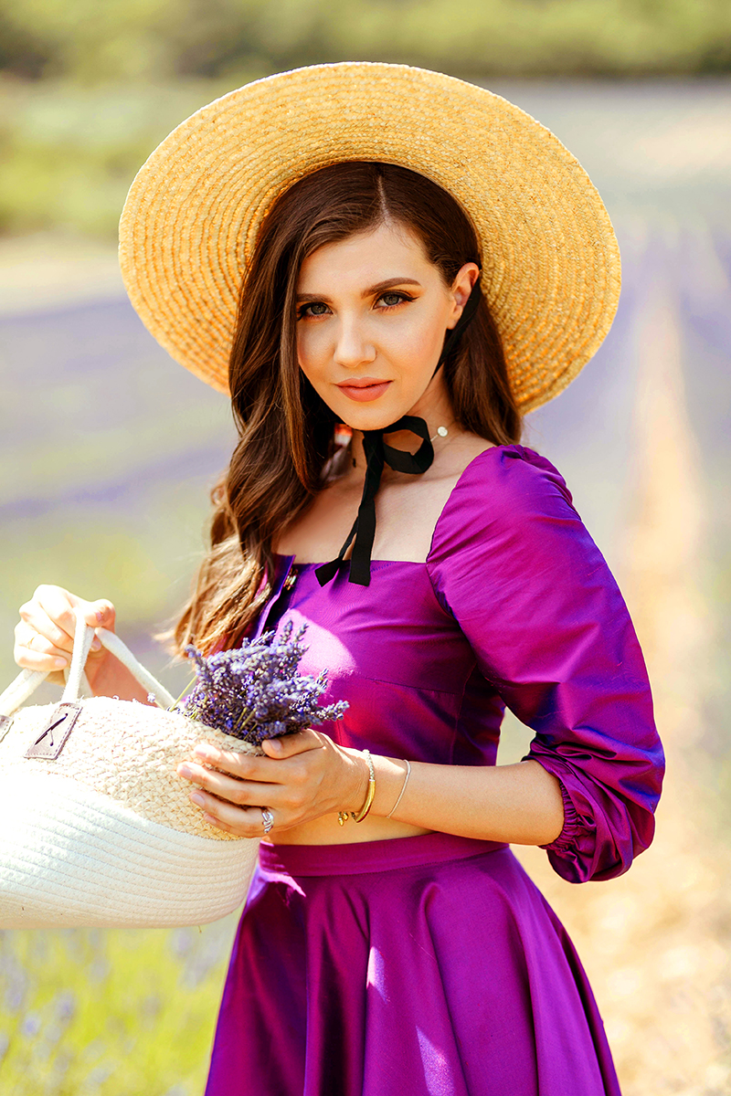larisa costea,larisa costea blog,fashion blog, tarvelblog,lifestyle, personal style, fashion,lavender fields,provence, valensole, lavender route, aix en provence, la maison de confiance, tafetta, tafta, set, skirt and top, crop top, purple set, purple dress, straw hat, wide brim hat, purple fields,fields,summer,summer style, vacation,best destintation,beautifullocation, bucketlist 2019, ootd,outfit of the day, outfit inspiration
