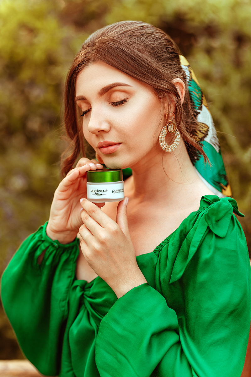 larisa costea, larisa style, larisa costea blog, beauty check, skin care, gerovital, farmec, gerovital plant, natural ingredients, ingrediente naturale, provence, larisa in frange, hydration, skin hydration, hidratarea pielii, green co-ords, green set, revolve, tularosa, la grande lauzade, le luc, travel blog, beauty blog, beauty section, take care of your skin, summer, cc cream , moisturising cream, crema hidratanta, spf, crema de noapte, crema antirid, night cream, antiwrinkle,summer look, summer outfit
