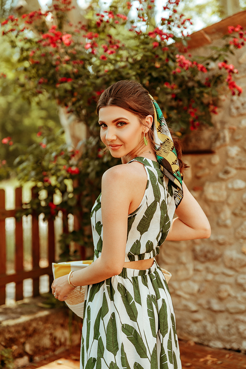 larisa costea, larisa costea blog, fashion blog, travel blog,larisain france, larisa in provence, provence, wheat field,picnic, dress, chiwish dress, camp de grau, grau, banana leaf, tropical leaf print, print dress, summer dress, ootd, outfit inspiration, vintage camera, madewell,white slides, shopbop, sales