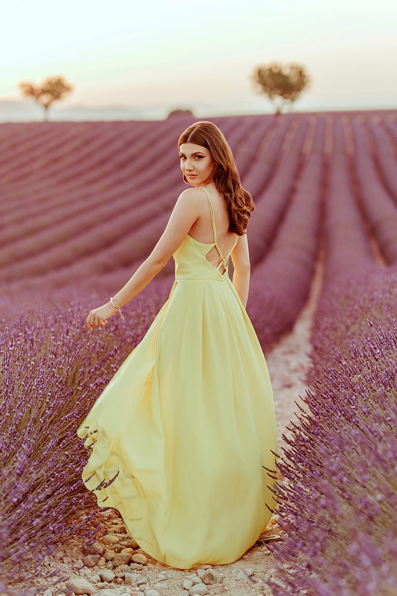 larisa costea, larisa style, larisa in provence, provence, valensole, lavender, lavender fields, lavender field, yellow dress in lavender fields, yellow dress, long dress, rochie lunga, rochie galbena, rochie spatele gol, la maison de confiance, la maison de confiance rochie, pinterest, pinterest pictures, photoshoot, natural background, nature's wonders, beautiful destination, bets vacation, best destination, holiday 2019, summer 2019, ootd, outfit inspiration, wedding guest dress, rochie eleganta