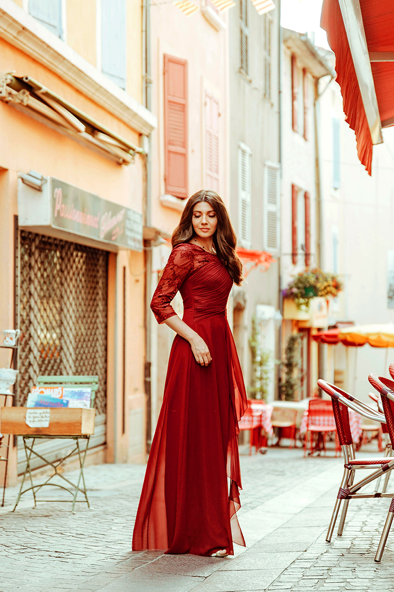 larisa costea, larisa costea blog, fashion blog, travelblog, wedding style, bridesmaid, dress, long dress,prom dress, wedding guest, ever pretty, ever pretty dress, affordable dress, dark red dress, burgundy, greoux-le-bains, provence,france,larisa in provence, wonderful streets,colourful streets, frech village, larisa in france, travel in style