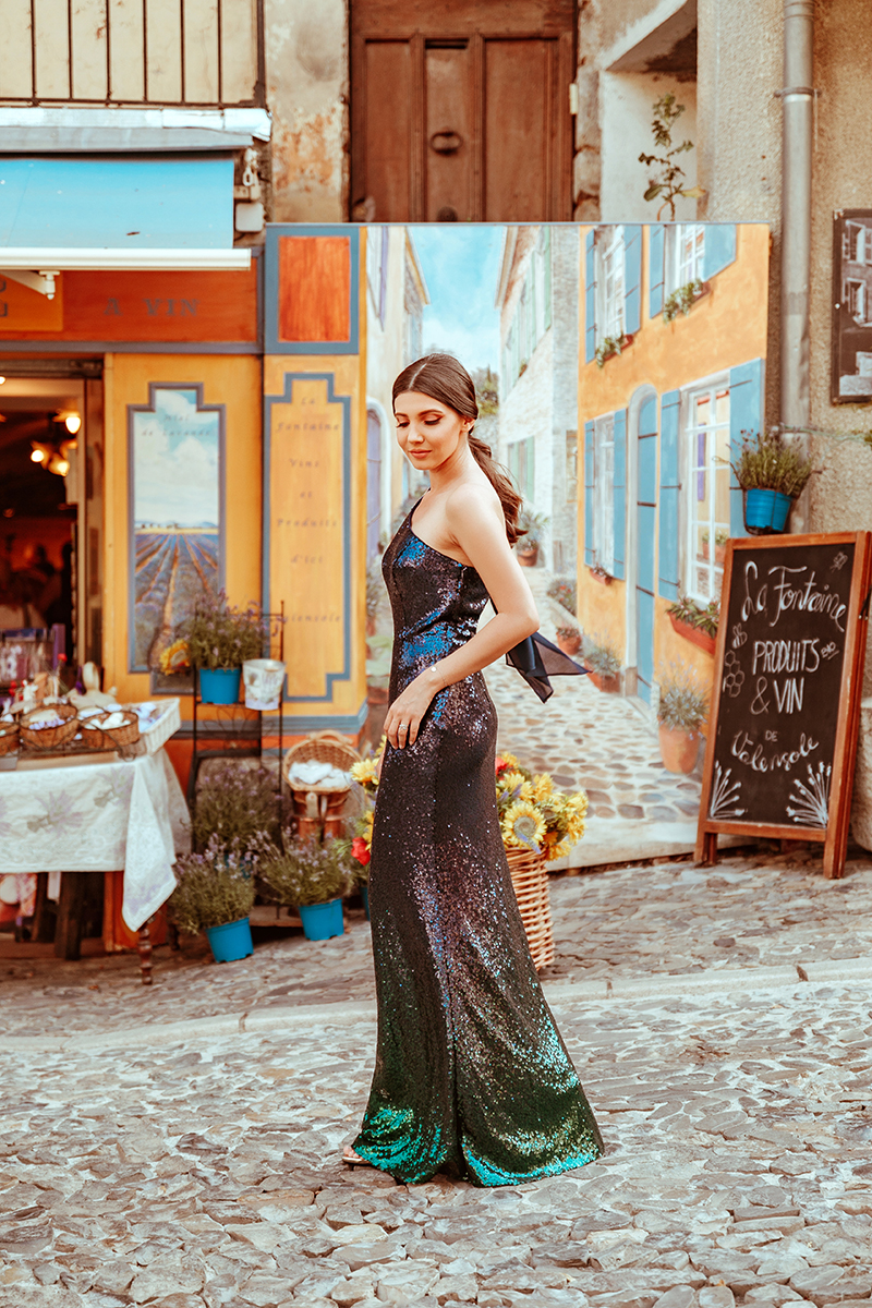 larisa costea, larisastyle, larisa costea blog, fashion blog, travel blog, traveler, travel blogger, valensole, provence, valensole village, fountain, old city, old center, old village, beautiful destination, best vacation, ever pretty, long dress, wedding guets dress, prom dress, sequins dress, sequined, ombre sequins, elegant dress. long dress, gala style, bal