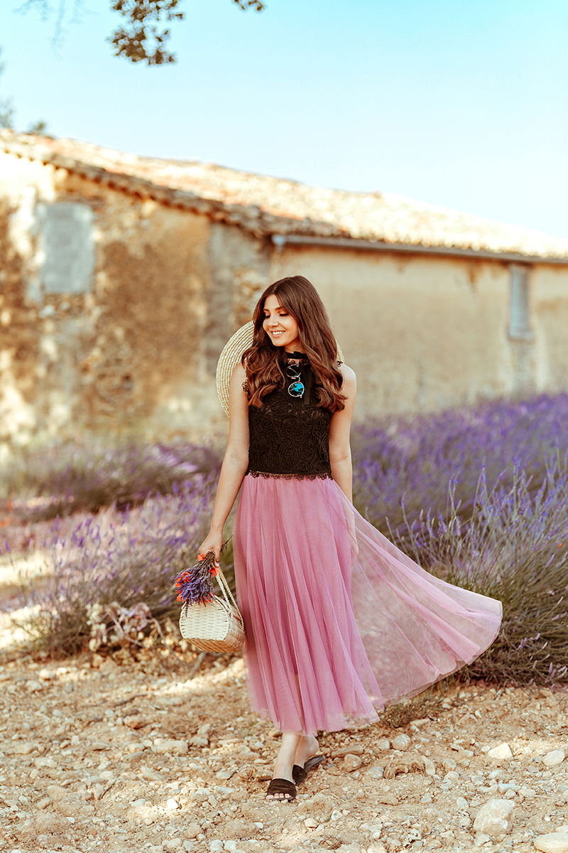 larisa costea, larisa style, larisa in provence, larisa costea blog, fashion blog, fashion blogger, travel blog, traveler, lavender fields, lavender field, purple field, provence, allemagne en provence, valensole, stone house field, drone shot of the lavender field, couple picture, chicwish, chicwish skirt, tulle skirt, lilac skirt, matching, black lace top, chicwish top, straw hat, asos, joyas slippers, joyas slides, poppies bouquet, best lavender field in provence, bloggers in provence