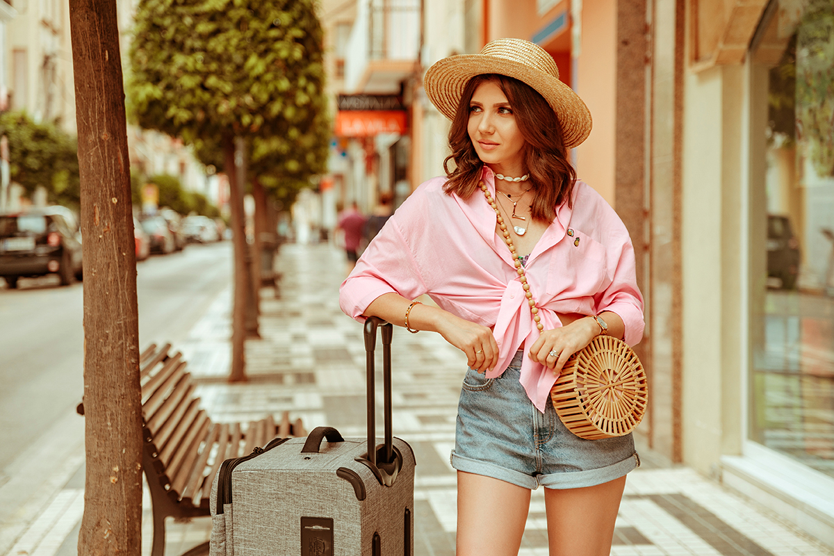 larisa costea, larisa costea blog, fashion blog,travel blog,traveler,best deals,flight deals,best flights,cele mai buen zboruri,zboruri, castellon, valencia,alicante, larisa in spain,zboruri spania, cele mai bune oferte,zbor, wizz air, wizz, wizzair, ootd,outfit inspiration,holiday style, traveling style, et set, plane outfit, traveling outfit, summer holiday, summer 2019, luggage, trolley, herchel supply