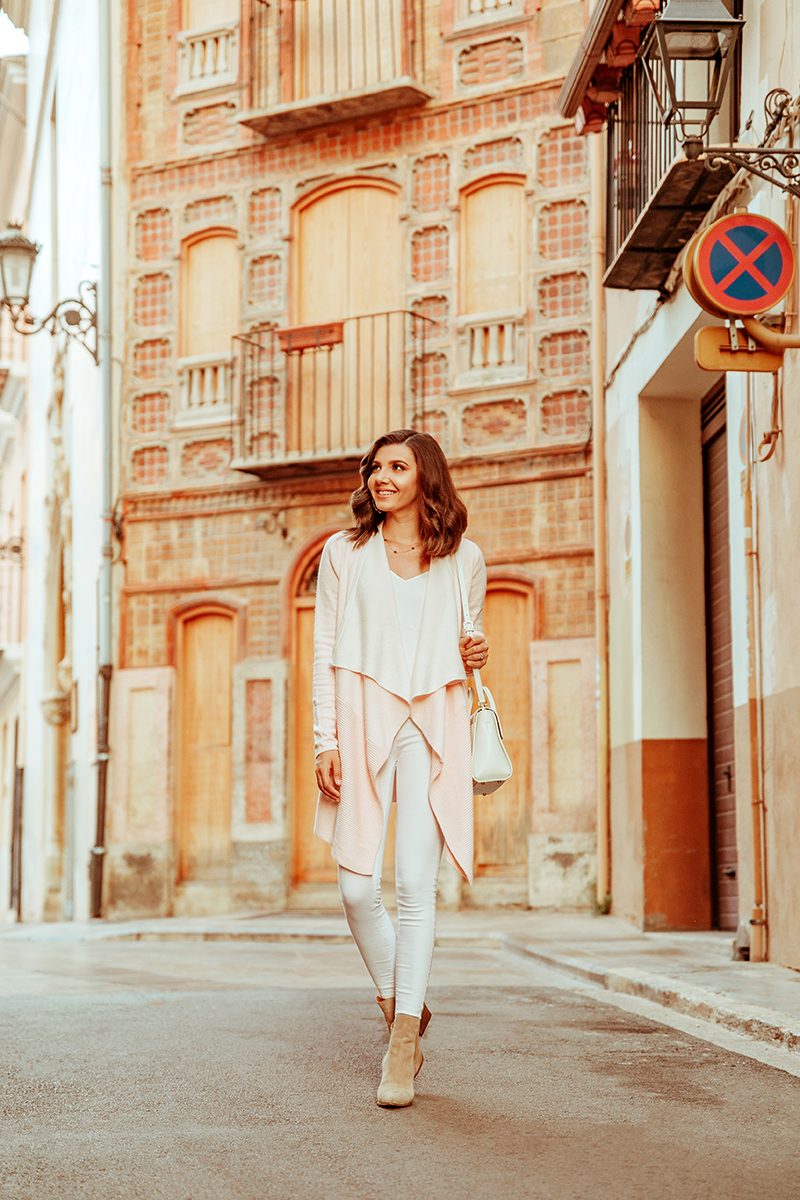larisa costea, larisa costea blog, fashion blog,ootd, falloutfit, autumn outfit, cardigan,soft blush cardigan, chicwish,chicwish cardigan, pink cardigan,white skinny jeans, shopbop,kendall + kylie, furla white bag, xativa, spain, travelblog,fasjion blogger in spain,larisa style, larisain spain, old city center