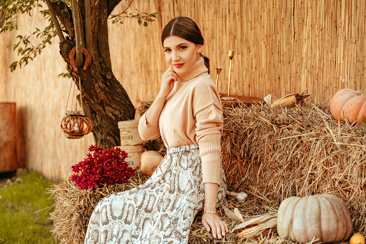 larisa costea, larisa costea blog, larisa style. by the lake, vlasia, location, best location, beautiful destination, pumpkin season, pumpkin, fall, autumn, fall outfit, autumn outfit, camel sweater, camel turtleneck, chicwish look, chicwish, chicwish skirt, snake print skirt, silk skirt, suede boots, shopbop, kendall and kylie, fall deco, fall flowers