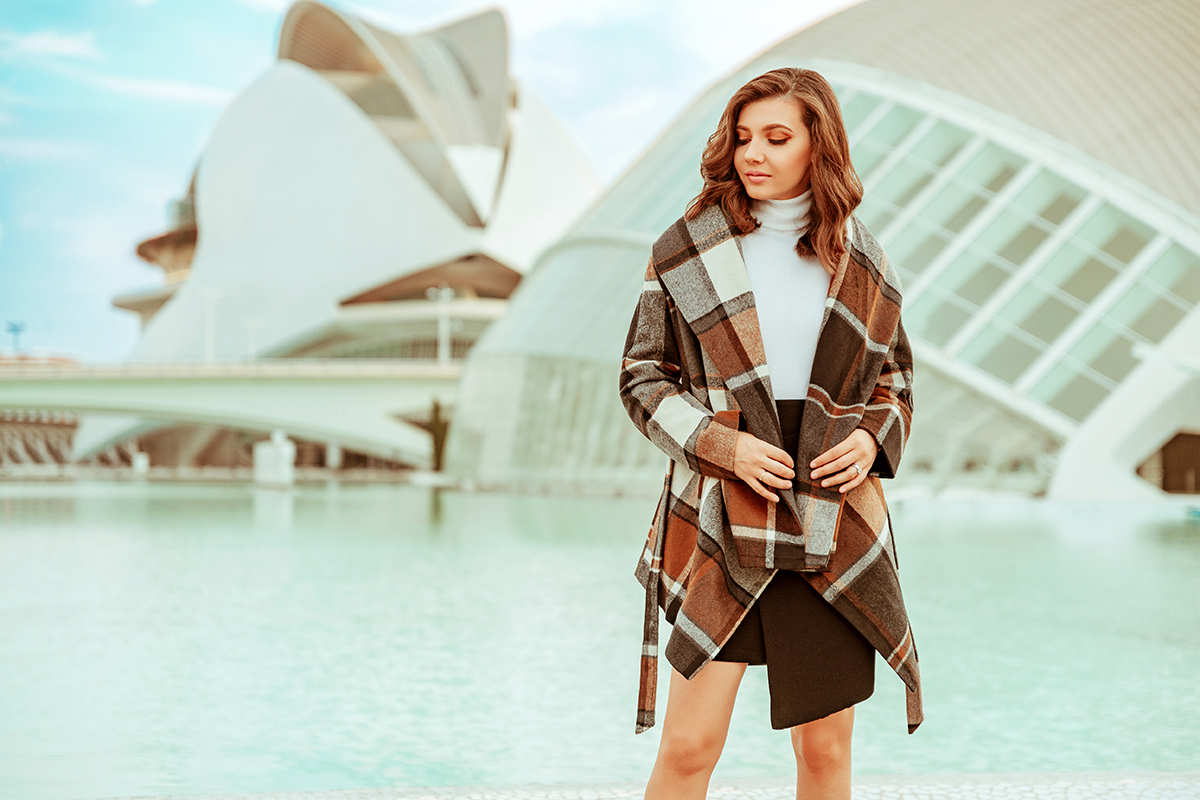 larisa costea, larisa costea blog, fashion blog, travel blog, valencia, larisa in spain, ciudad de las artes y las ciencias, science park valencia, fall outfit, chicwish, rabato coat, plaid coat, tartan coat, wrap coat, cozy, fall look, autimn look, black skirt, white turtleneck, kendall and kylie boots, suede boots, beige boots, casual look, ootd, outfit inspiration, larisa style