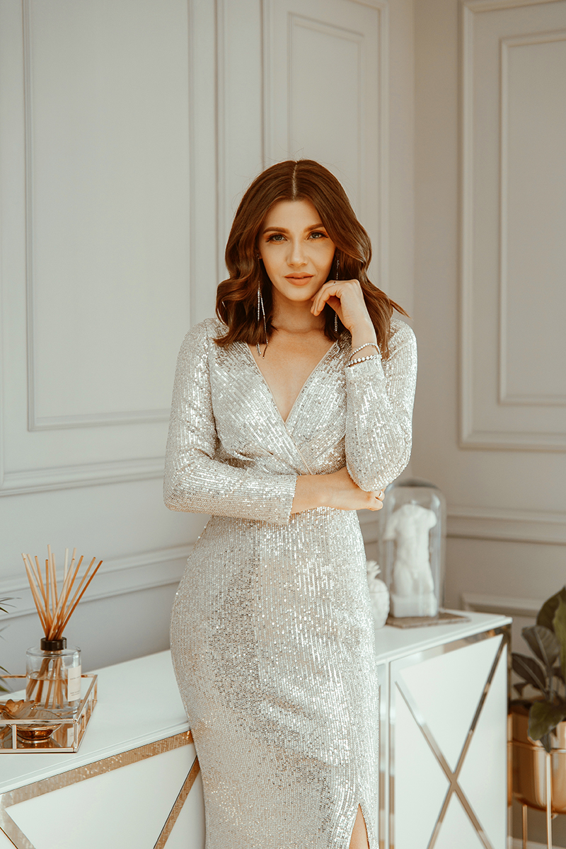 larisa costea, larisa costea blog, fashion blog, fashion blogger. personal style, new house, new apartment, home tour, house torur, living room, exotic plants, sequin dress, hallway, floors, ever pretty, nye 2020, nye 20, elegant look, gala look, long dress