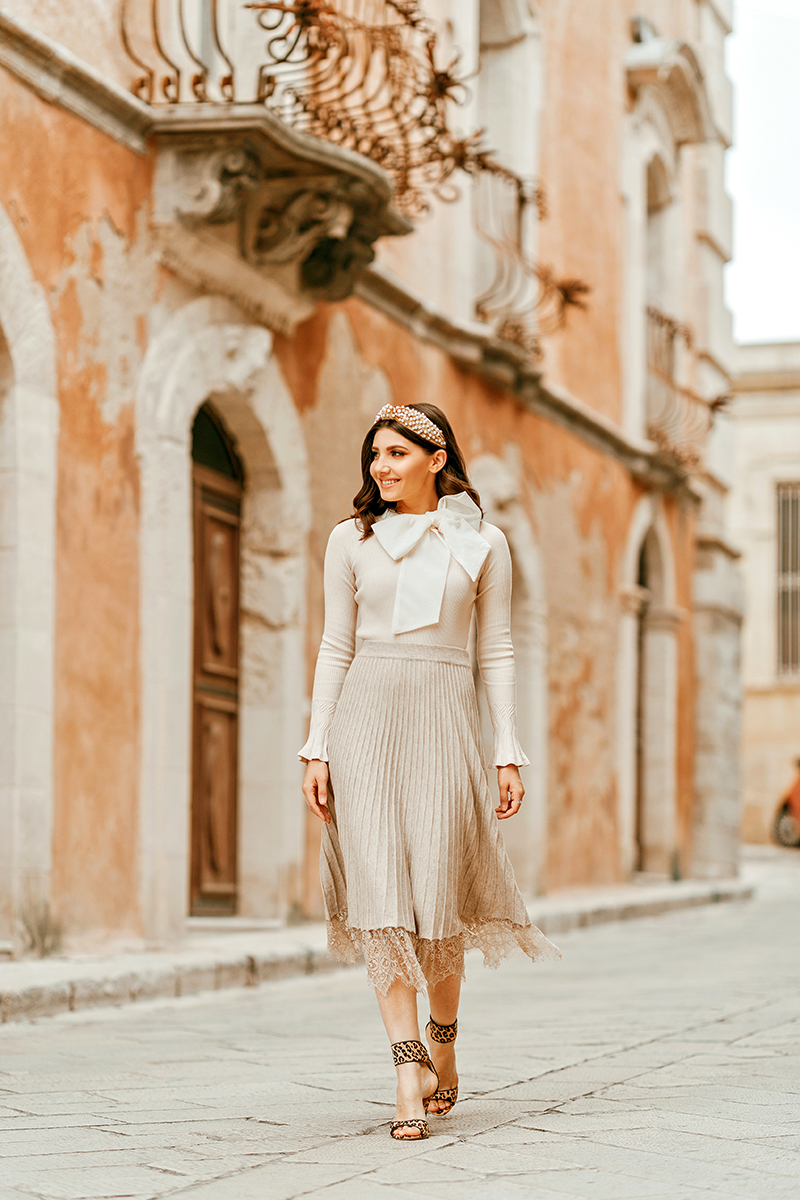 larisa costea, larisa style, larisa in italy, larisa in sicily, sicilia, sicily, ragusa, best location, best destination, travel, traveler, travel blogger, fashion blogger, streetstyle, ootd, outfit inspiration, fall outfit, autumn outfit, chicwish, special blouse, cream blouse, bow detail, organza bow, knit skirt, lace hem
