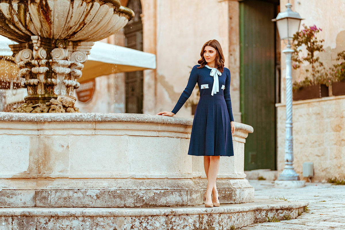 larisa costea, larisa costea blog, fashion blog, fashion blogger, chicwish, chicwish dress, navy dress, travel blog, traveler, sicily, sicilia, larisa in sicily, larisa in italy, bella italia, ragusa, ragusa ibla, ibla, midi dress, elegant dress, fountain, old church, duomo, duomo di ragusa ibla, beige stilettos, nude shoes, soft curs, street style , ootd, outfit inspiration