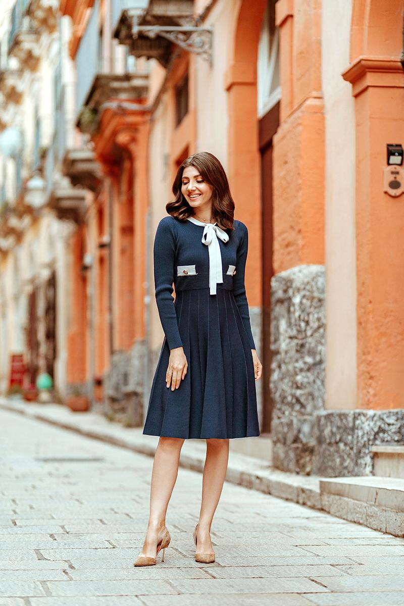 larisa costea, larisa costea blog, fashion blog, fashion blogger, chicwish, chicwish dress, navy dress, travel blog, traveler, sicily, sicilia, larisa in sicily, larisa in italy, bella italia, ragusa, ragusa ibla, ibla, midi dress, elegant dress, fountain, old church, duomo, duomo di ragusa ibla, beige stilettos, nude shoes, soft curs, street style , ootd, outfit inspiration