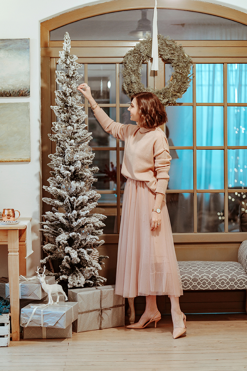 larisa costea, larisa costea blog, larisa style, fashion blog, fashion blogger, christmas 2019, christmas photo shooting, special christmas, sould presents, be present, family, friends, couples photoshooting, lilebuba, lilebuba photography, best chritmas shooting, best phototgraphers, wedding photographers, chicwish outfit, christmas revelation, chicwish skirt, tulle skirt, pink tulle, pearl details, chicwish sweater, pink sweater, blush pink, soft pink, fill pink look, chritmas outfit, christmas ootd, diane von furstenberg, nude shoes, pink shoes, pearl earrings, adrian, adrian sunrise inc, husband, hubby, love, christmas deco