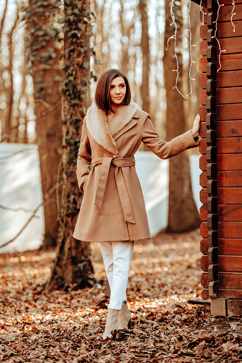 larisa costea, larisa costea blog, fashion blog, ootd, outfit inspiration, blossom floral design, padurea baneasa, lodge, wood lodge, camel and white, neutrals, camel coat, chicwish coat, faux fur collar, collar coat, fur collar coat, palton camel, palton beige, white pants, mom jeans, topshop, beige suede boots, kendall+kylie, kendall and kylie, shopbop, winter outfit, bob, straight hair bob