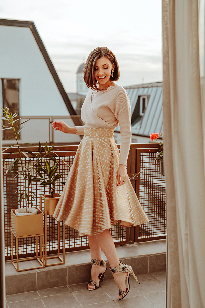 larisa costea, larisa costea blog, fashion blog, ootd, outfit inspiration, winter outfit, spring outfit, beige sweater, cicwish sweater, lace details sweater, nudes, all nude, all beige, neutrals, a line skirt, fusta clos, chicwish skirt, gold skirt, jacquard, midi skirt, lady like, lady look, outfit inspo, chic, chic look, elegant look, our terrace, winter terrace, plants, cozy, blankets, tea on the terrace, fashionista, pearl earrings