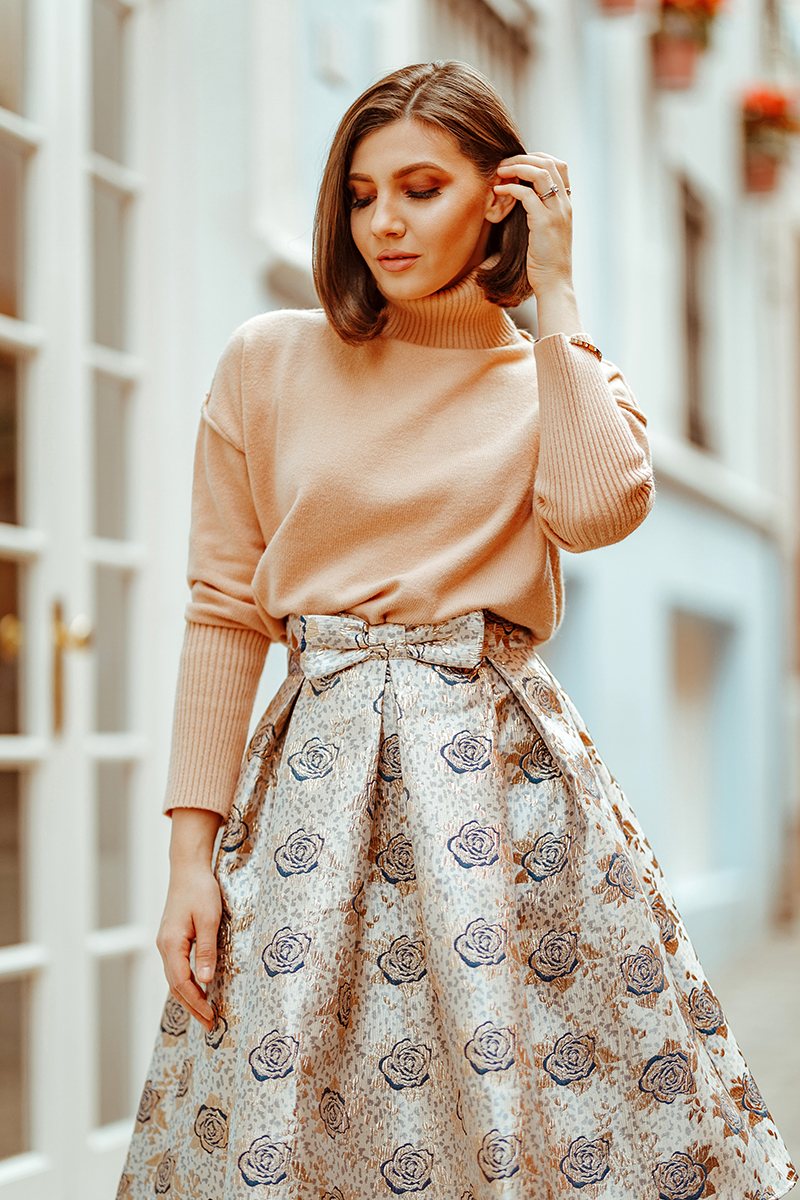 larisa costea, larisa style, larisa costea blog, fashion blog, travel blog, fashionista, ootd, outfit inspiration, spring outfit, valentines day outfit, chicwish skirt, beige skirt, gold and navy skirt, bowknot skirt, midi skirt, a line skirt, camel sweater, chicwish camel sweater, puero de la cruz, tenerife, black beach, Puerto de la cruz center, february, 2020, best destination, best location