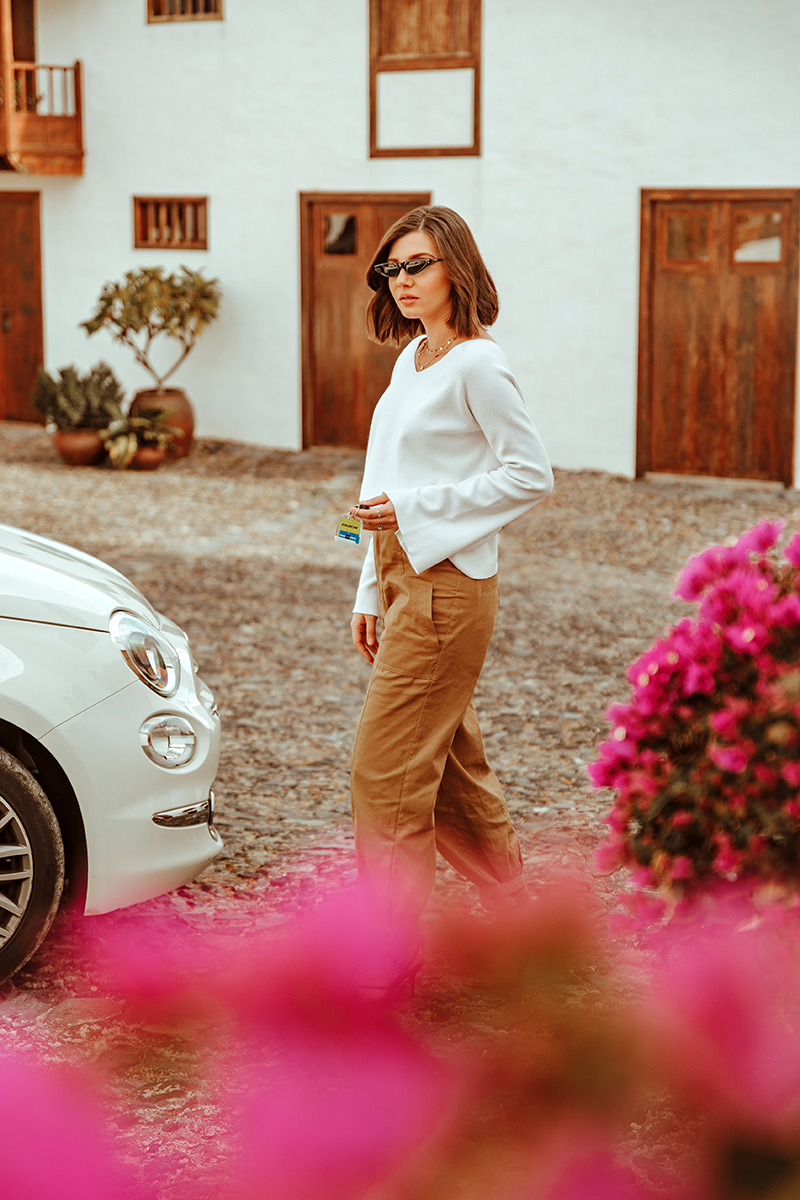 larisa costea, larosa costea blog, larisa style, goldcar, las casas del camino real,. fiat 500, car lover, rental, rent a car, goldcar.es, rent a car in tenerife, gran canaria, white car, best rental, option, cheap rentals, trip, traveler, 2020, best destination, best vacation, bets hotels, ootd, outfit inspiration, spring outfit, cargo pants, kitten heel sandals, mini sunglasses, cool style, what to wear