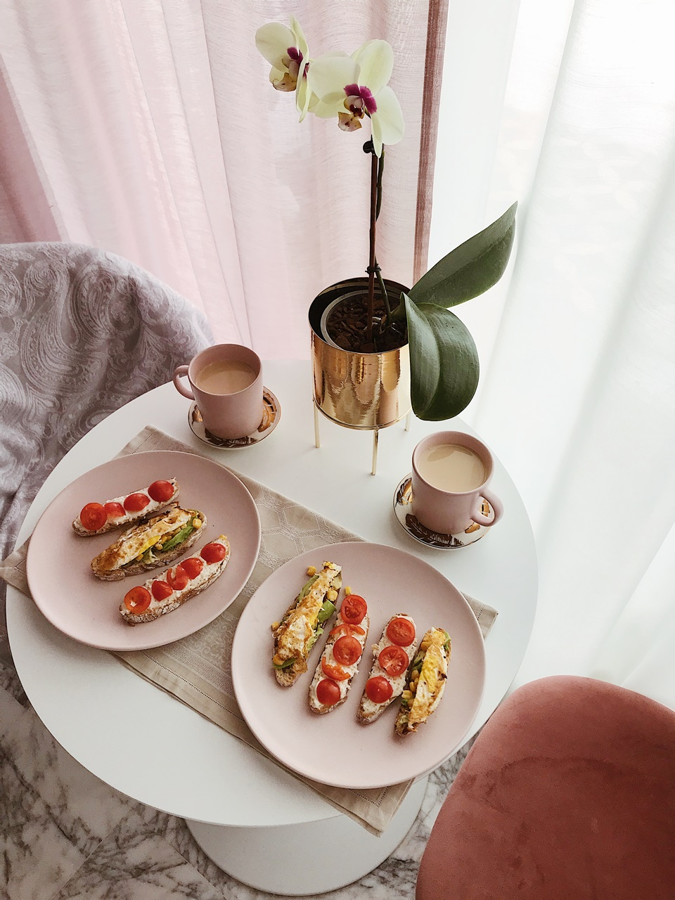 larisa costea, larisa costea blog, recipe, food, fewd, foodie, larisa costea breakfast, pinterest breakfast, nice table set, breakfast table set, pink bowls, instagramable breakfast, avo toast, avo eggs, croissants, acai bowl, chia seeds, oatmeal, oats, granola, fruits, pamcakes, american pancakes, msemene, morocan pancakes, croissant, omelet, omlette, dried tomatoes, healthy breakfast ideas, delicious breakfast, mic dejun sanatos, mic dejun delicios, clatite pufoase, clatite americane, what to feed your kid in teh morning, breakfast addicted, brunch, fancy breakfast, fancy brunch, breakfast party