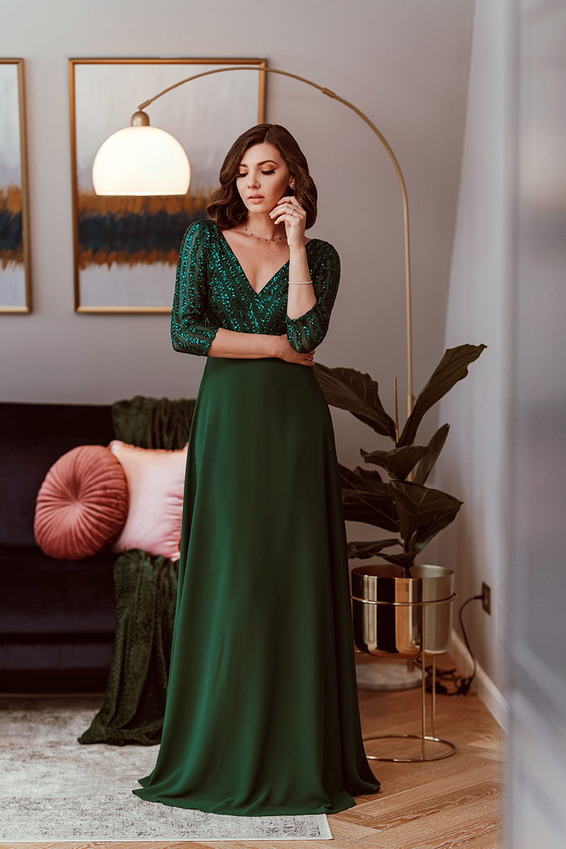 larisa costea, larisa costea blog, larisa style, larisa in the kitchen, my kitchen, kitchen deco, bucatarie ieka, mobila bucatarie gri, design, home deco, home inspo, ever pretty dress, wedding guest dress, prom dress, sequin dress, green dress, long dress, elegant dress, best wedding guest, quarantine, self isolation, covid 19, coronavirus, stay at home, stam acasa, izolare, self isolation, carantina, rochie lunga, rochie de ocazie, rochie verde, paiete, rochie lunga, rochie pt bal, fridge, what;s in my fridge, vegetables, fruits, banana bread, over, housewife, photoshoot, outfit inspiration