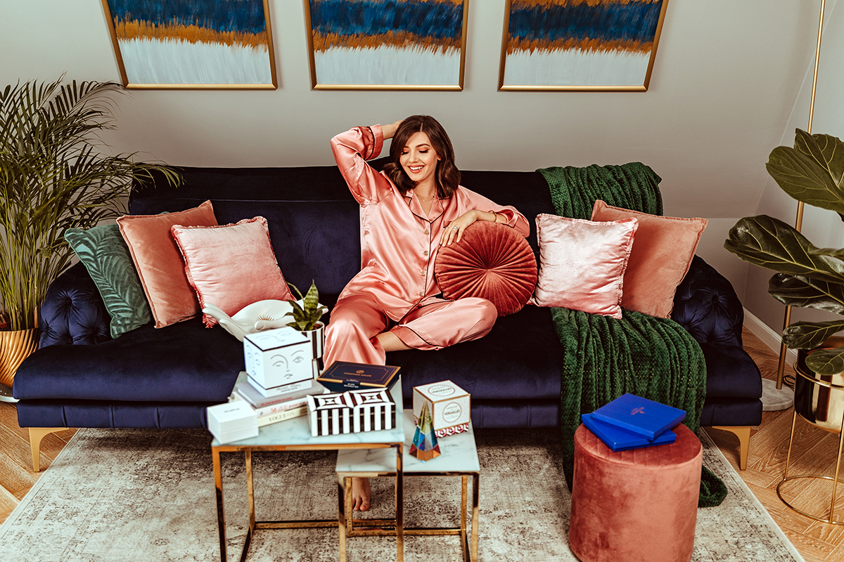 larisa costea, larisa style, larisa at home, home deco, our livingroom, shopbop home, shopbop order, order online, pjs, pajamas, silk pajamas, pijamale matase, pijamale roz, jonathan adler, pieces, art pieces, deco art, tray, candles, hand fruit bowl, shoes, our sofa, canapea mavis, online shopping queen, quarantine, self isolation sopping, larisa costea blog, larisa home style