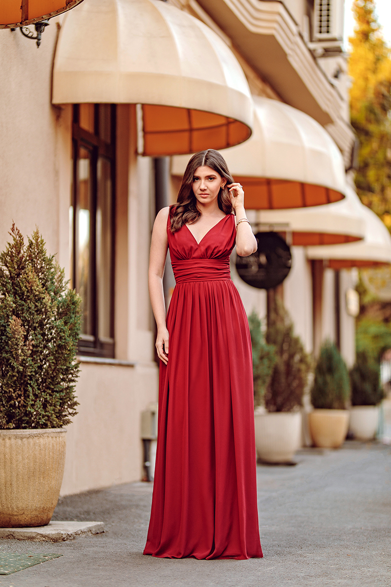 larisa costea, larisa style, larisa costea blog, fashion blog, travel blog, red dress, red glitter dress, red sewuins dress, festive dress, ever pretty dress, long dress, special ocasion dress, mermaid cut, short sleeves dress, dimitrie racovita, streets of bucharest, beautiful buildings, bucharest